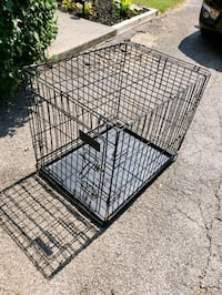pet crate.  23.5 L, 21 in T, 18.5 in W. see description please