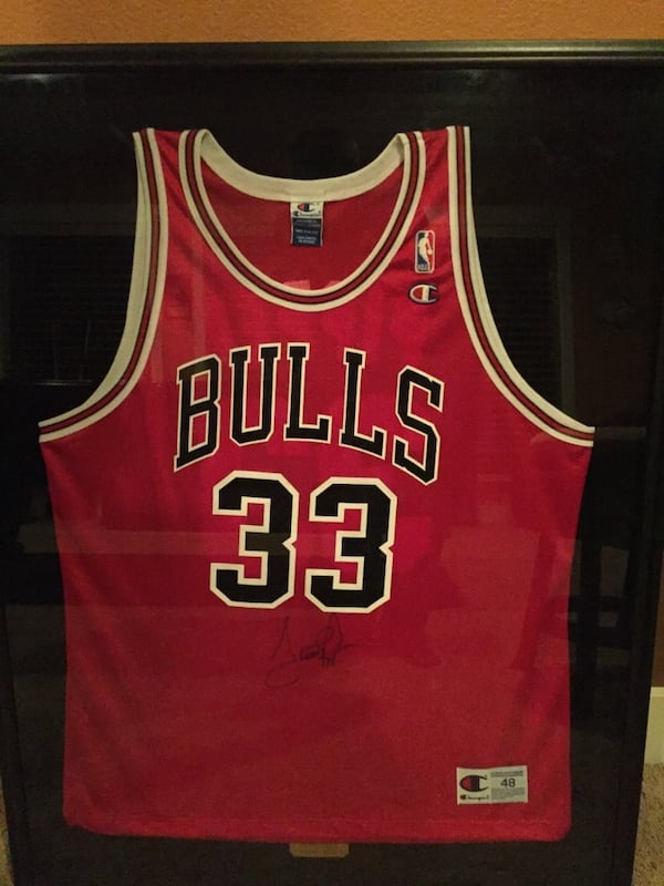 Signed scottie pippen jersey 1998 0