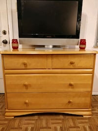 Like new wooden dresser/TV stand with big drawers  Annandale, 22003