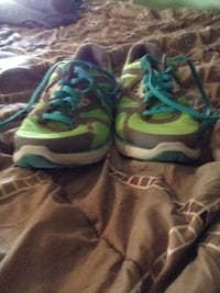 Green and blue nikes size 7.5 Gordo, 35466