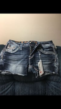 Brand New Women's Rock Revival Shorts Size 27 Carlisle, 50047