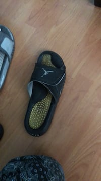 Jordan black used sandal  Los Angeles, 91605