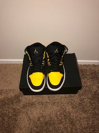 black-and-yellow Air Jordan basketball shoes Montgomery Village, 20886