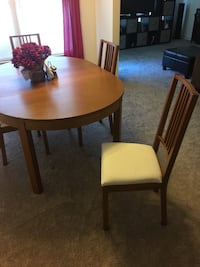 Dining tables with built in leaf Hagerstown, 21740