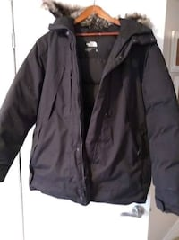 THE NORTH FACE - OUTER BOROUGHS PARKA COAT BLACK MENS XL LIKE NEW CONDITION!!!  Wore a few times. Smoke and pet free home!  DETAILS Get down with warmth in this waterproof, 550-fill down insulated winter parka that's outfitted with a handful of secure-zip Toronto