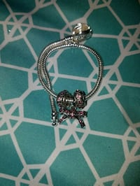 Bow charm with 2 spacer pink in color 677 mi