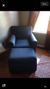 Ottoman and comfy chair. Move out sale. Must go by 28th dec  Falls Church, 22043