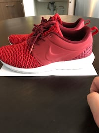 Nike men Roshe Flyknit Premium Leather size 9