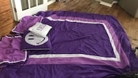 Purple comforter. 2 pillow shams and 2 decorative pillows. Fits double bed  Innisfil, L9S