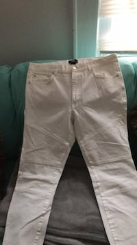 two white and gray jeans Linden, 07036