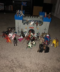 Castle and figurines Aurora, L4G 6R7