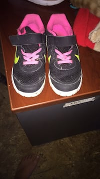 pair of black Air Jordan basketball shoes with box Clarksville, 37043
