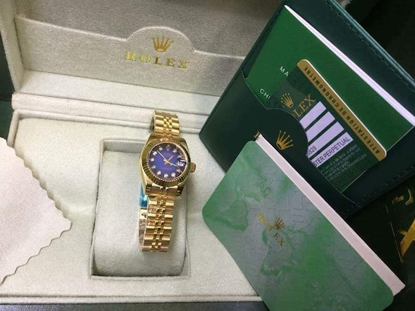 7357afd34d33 Used round gold analog watch na may link na pulseras for sale in ...