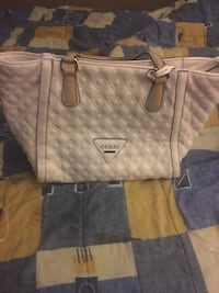 Guess medium white tote bag new , pick up binbrook only!! Hamilton, L0R 1C0