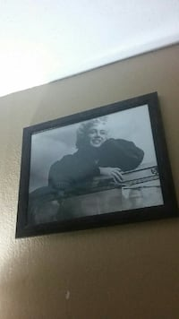 Marilyn Monroe greyscale photo with black wooden f