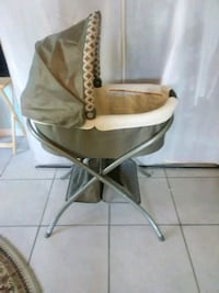 baby's white and brown bassinet Pompano Beach, 33065