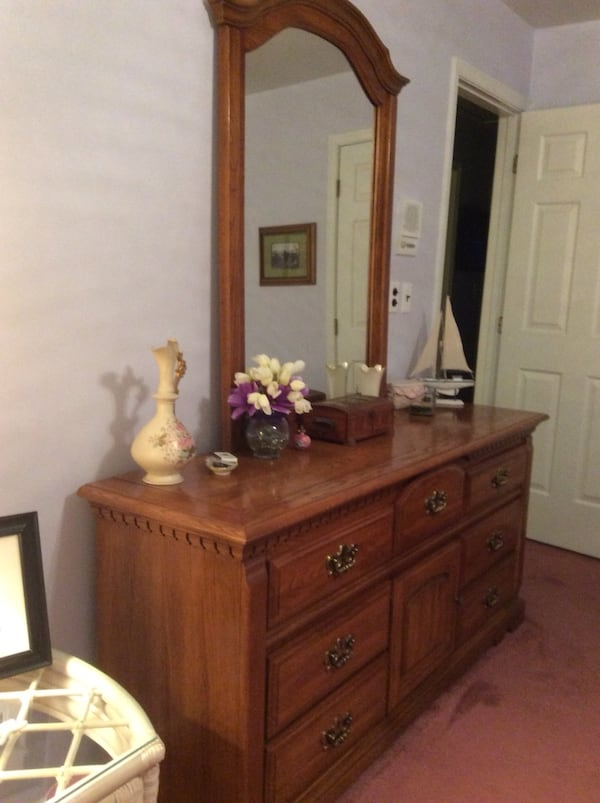 Bassett dresser with mirror. Excellent condition. Night stands available for additional cost. Hereford Zone. Must pick up bc26b6b9-df88-4fc7-9648-a23e7644a3c2
