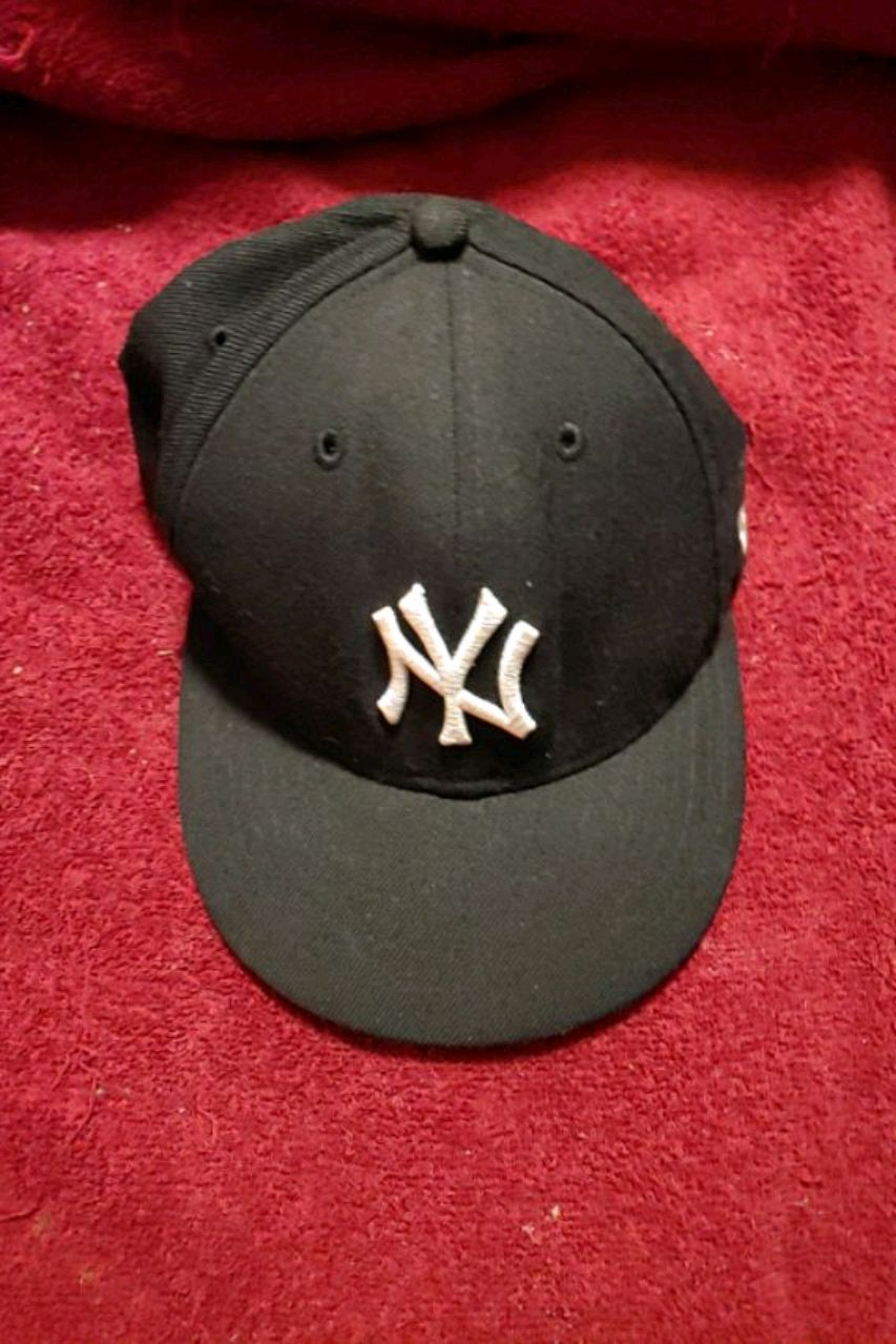 Photo Officially licensed brand new New York Yankees Cap