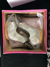 Pair of grey high heels size 7  Mississauga, L5N 6Z6
