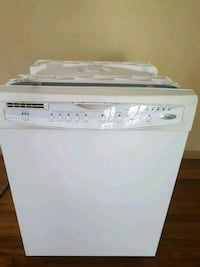 white dishwasher. Works fine. 864 mi