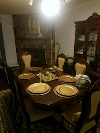 Moving sale dining table set 6pc with hutch n buffet Mississauga, L5R 3N4