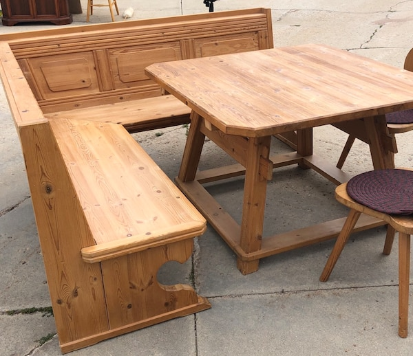 Corner kitchen table with bench and chairs.