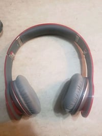 Beats wired headphones with case
