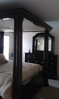Used Dumont Cherry King Canopy Bed Set For Sale In Leland Letgo