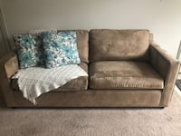 Comfy Couch for a Bargan 34 km