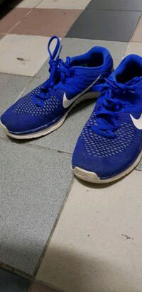 blue-and-white Nike running shoes Singapore, 168731