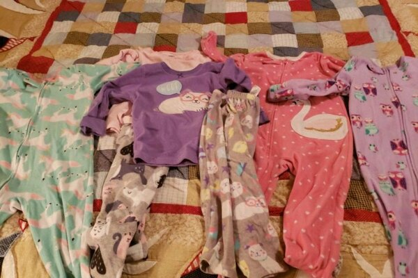 Blanket sleepers and fleece pajamas 3T 4df39e83-0702-4c26-8c8e-5d86c863b429