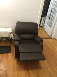 Leather couch convertible very good condition  Montréal, H3T 1J9