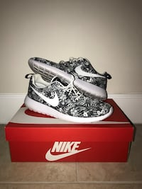 pair of black-and-white Nike sneakers Palmetto Bay, 33157