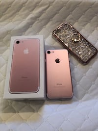 iPhone 7 128GB Unlocked (+Cellphone Case with holder)