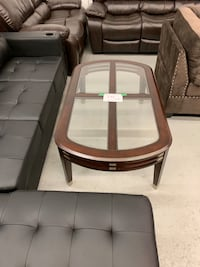 Large wood and glass coffee table warehouse clearance  多伦多, M1P