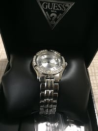 SELLING MINT SILVER LADIES GUESS WATCH (CHEAP!!) Oakville, L6H 7M8