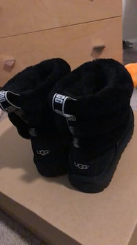 Size 7 Black Strap Uggs NEW Gainesville, 20155