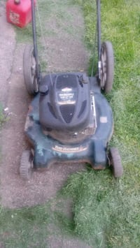 black and green push mower Youngstown, 44502