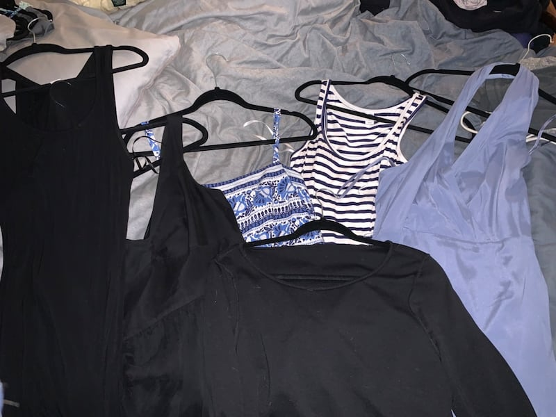 Huge lot of name brand women's clothing (size M) e3663cf7-f850-4237-bccf-7c05385ca487