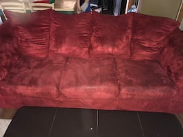 Darcy Sofa From Ashley Furniture in excellent condition.