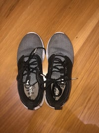pair of black-and-white Nike running shoes Daphne, 36527