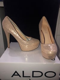 Rosegold sparkly pumps size 9 Richmond Hill, L4C