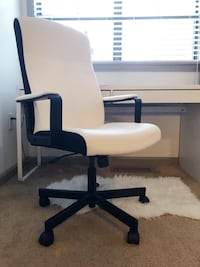 Black and White Office Chair 526 mi