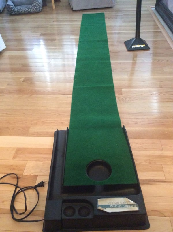 Golf putt putt practice anywhere! Great condition, used once, works great. Pickup in Falls Church . 7a094472-baf5-4537-bfdd-fcd5cfdf14ea
