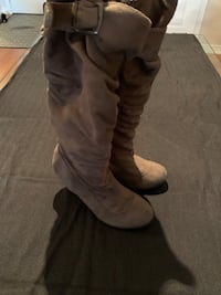 Taupe suede boot, size 5 Vaughan, L6A