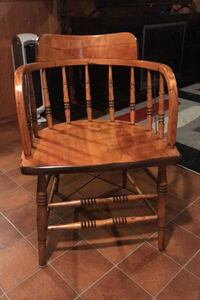 Antique chair / very solid Paris, N3L 2E1