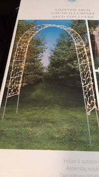 8 foot arch with lights. Perfect ratings, receptions  and garden parties. $85 OBO Woodbridge, 22193