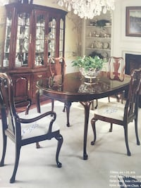 Thomasville dining room set. Collectors Cherry.