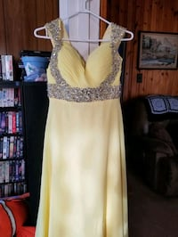 Yellow sequin prom dress.  No fading.   Wore once. Quinte West, K8V 1Z5