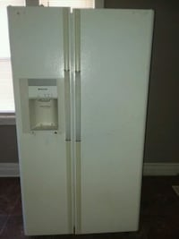white side-by-side refrigerator with dispenser Milwaukee, 53225
